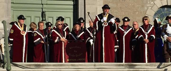 La confrérie des Chevaliers du goûte Boudin de Mortagne-au-Perche en visite durant les festivités des fêtes du 350ème anniversaire de Boucherville à l'été 2017